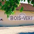 img La façade du chai du Château Bois Vert, peinte à la main par un ancien employé, artiste dans l